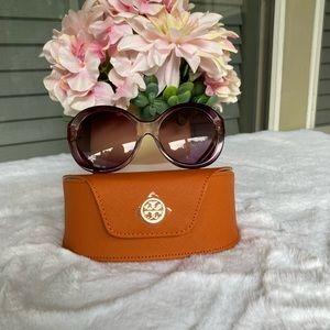 Tory Burch sunglasses 🕶